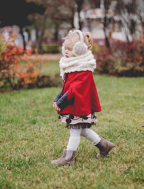 czerwona pelerynka, wikilistka, wikilistka.pl, wikilistka blog, fotografia dziecięca, moda dziecięca, modna dziewczynka, świąteczna stylizacja, czerwona pelerynka, ponczo, czerwone ponczo, gap, hm, h&m