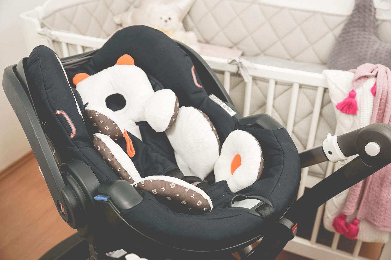 stokke be safe izi go, fotelik, wyprawka dla niemowlaka, wyprawka dla noworodka, wyprawka