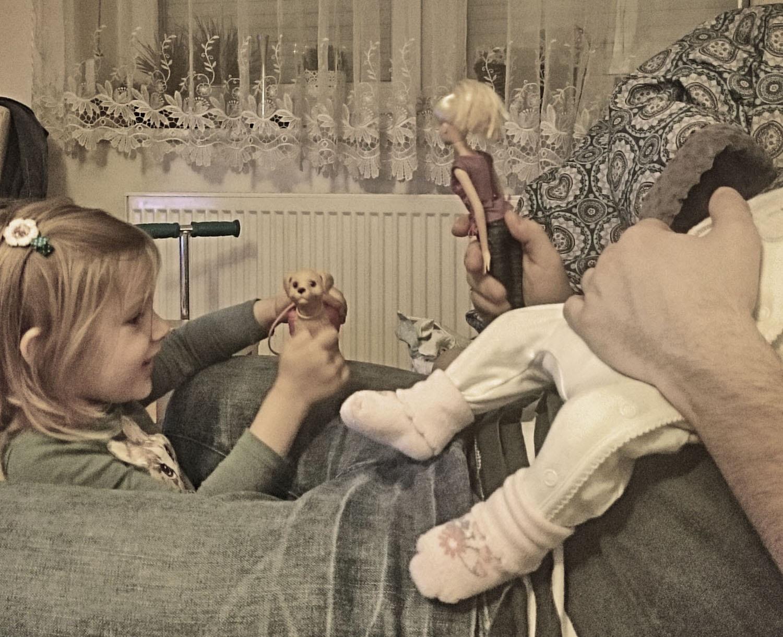 projekt 365, zabawki, lalka Barbie, piesek, dzieci