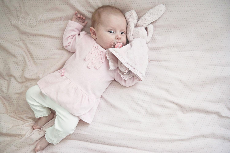 Projekt 365, kojec, dziecko, różowe śpioszki