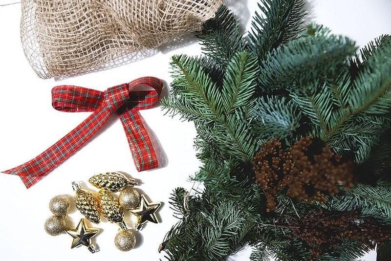 ozdoby świąteczne, kokardka, szyszki