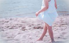 Biała sukienka dla dziewczynki na lato ze Smyka