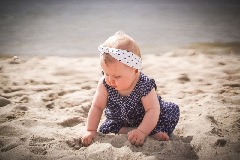 Dziecko, plaża, moda dziecięca