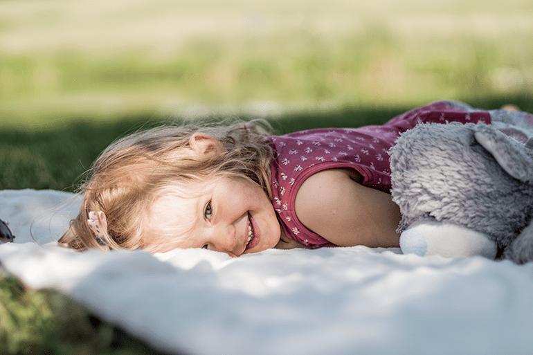 jak pomagać, moda dziecięca, blog parentingowy, fotografia dziecięca