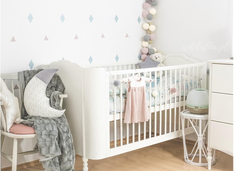 Kącik dla niemowlaka, poduszka, sukienka