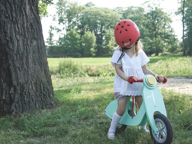 Miętowy rower, przypominający skuter