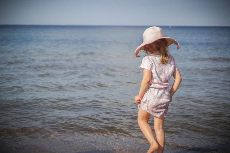 Sukienka dziewczęca, morze, dziewczynka, nad morzem, kapelusz