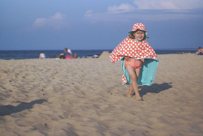 Ponczo-ręcznik, ponczo plażowe, dziecko, plaża, jak ubrać dziecko na plażę