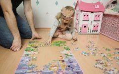 Puzzle, układanie puzzli