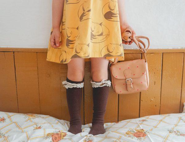 Zezulla sukienka, brązowa torebka