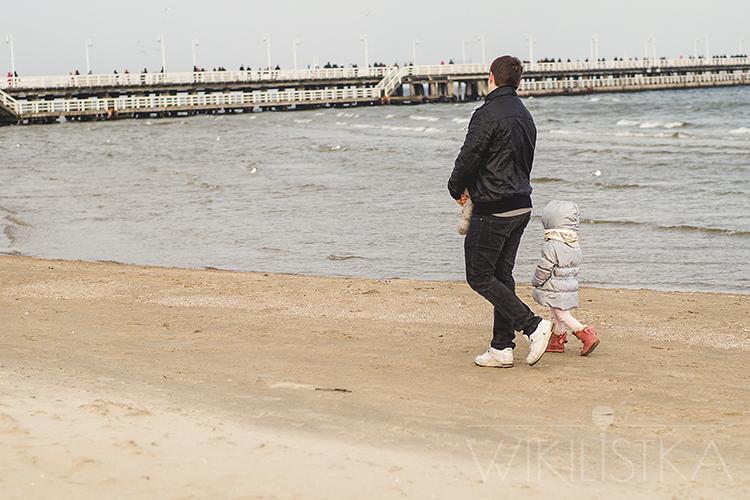 zrób-to-wikilistka-6, dad&girl, dadd's girl, córeczka tatusia, tata i córka, nad morzem, plaża, molo sopot, bałtyk, wikilistka, wikilistka.pl