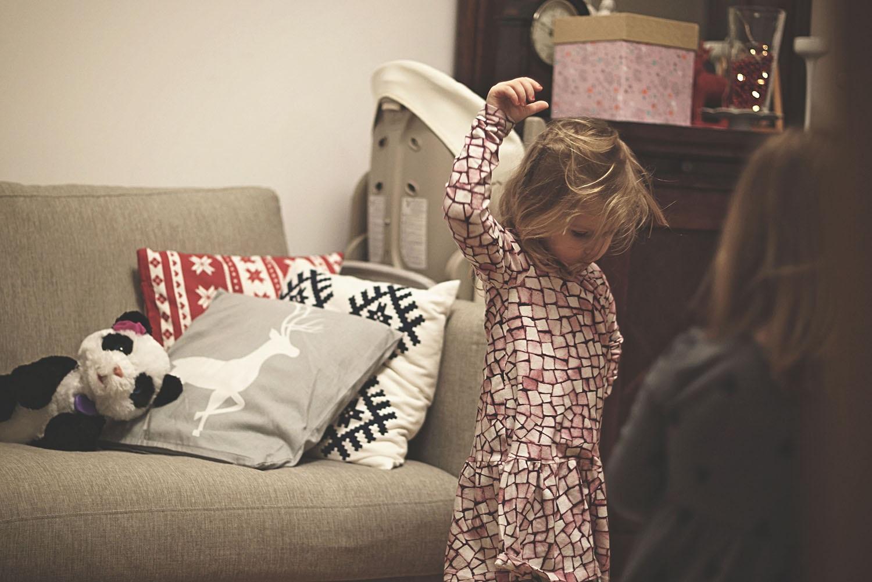 Sukienka, poduszki, zabawka panda