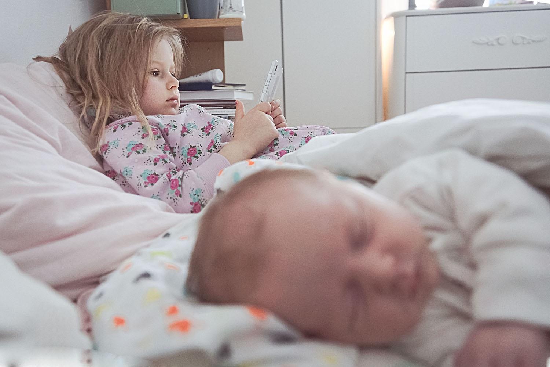 Dziecko, niemowlę, telefon, spanie