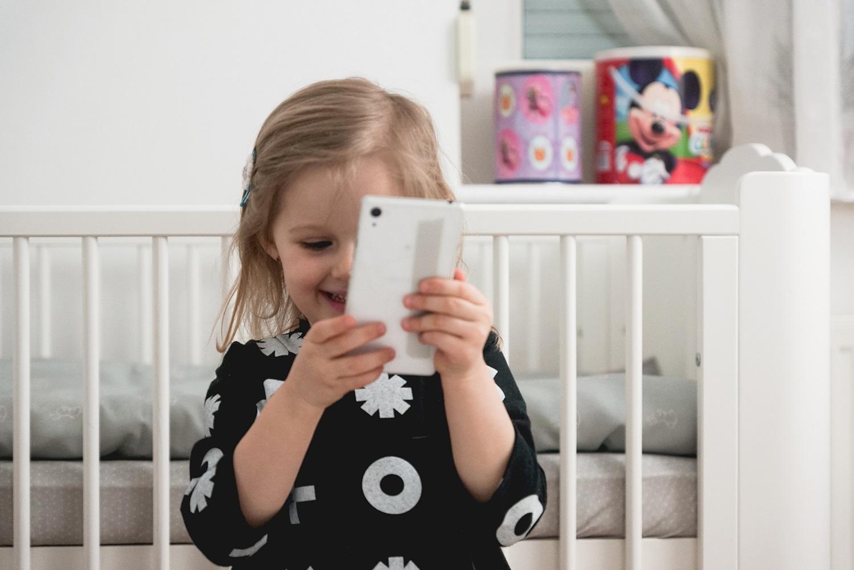 dziecko, telefon, smartphone