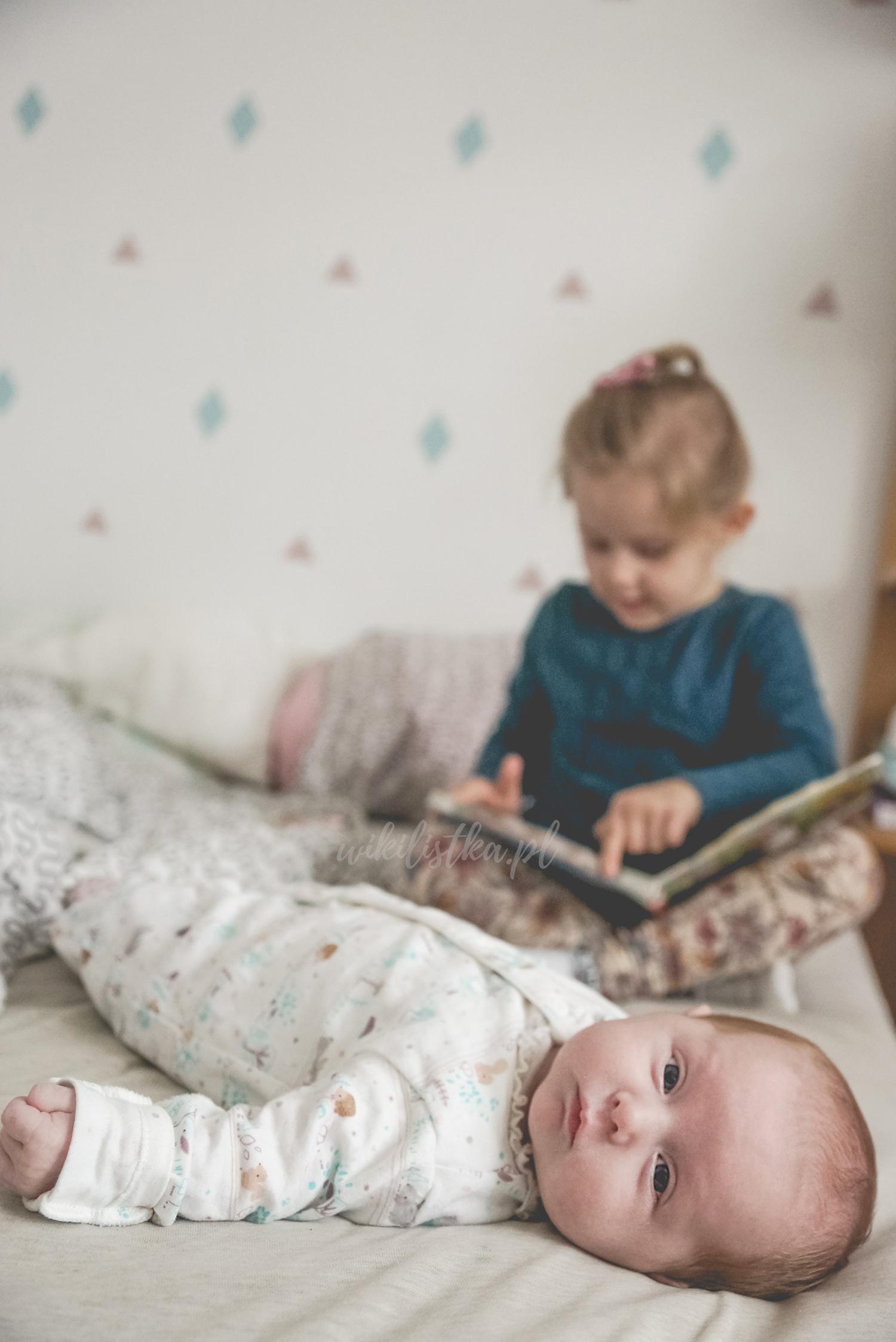 Dziecko, małe dziecko, czytanie książki, Projekt 365