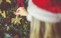 Dekorowanie choinki, święta, gwiazdka
