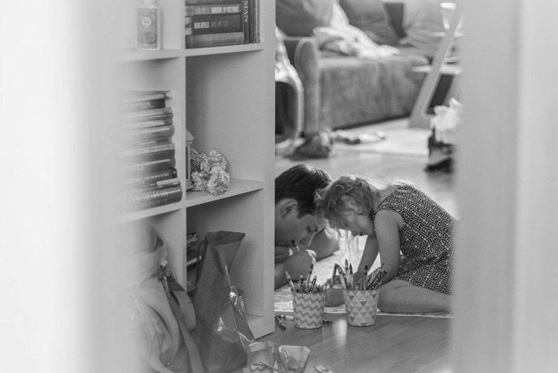 Projekt 365 dziecko pracuje z tatą