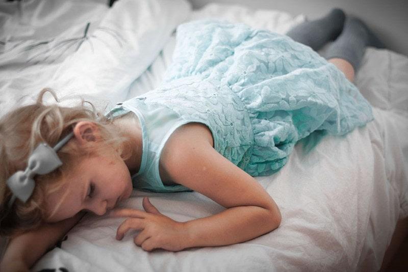 Projekt 365 dziecko moda dziecięca zmęczona księżniczka
