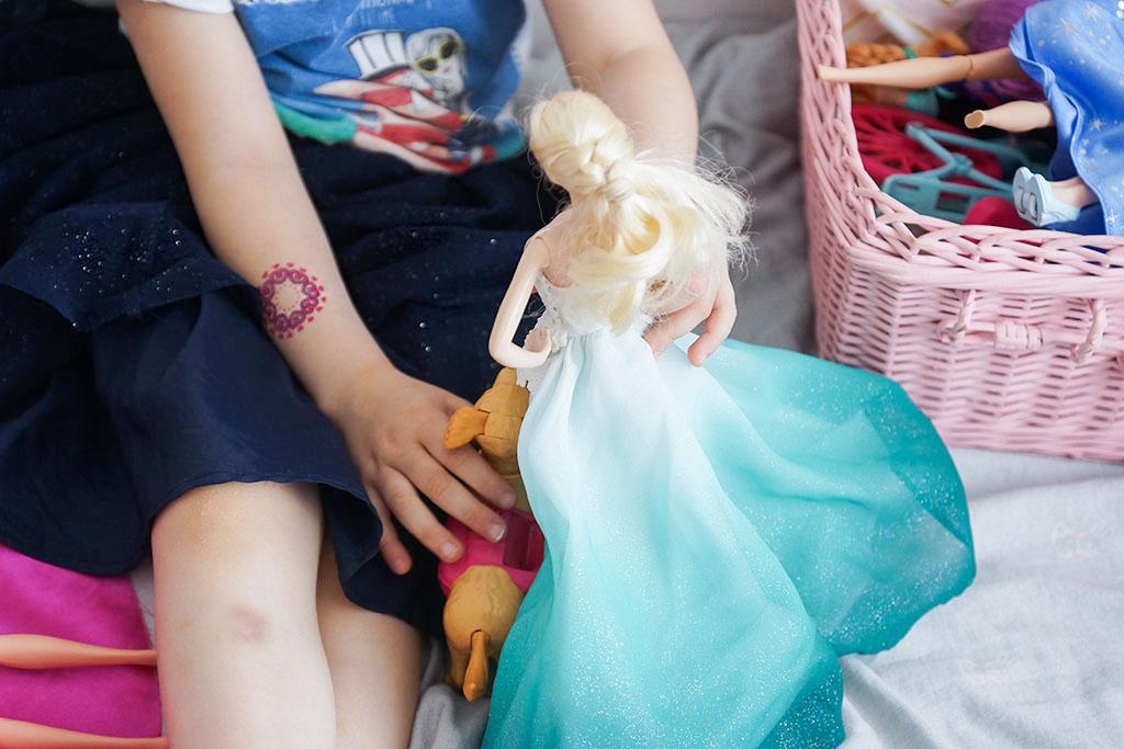 barbie, dziewczynka z barbie, prezent na dzień dziecka, zabawki dla pięciolatki