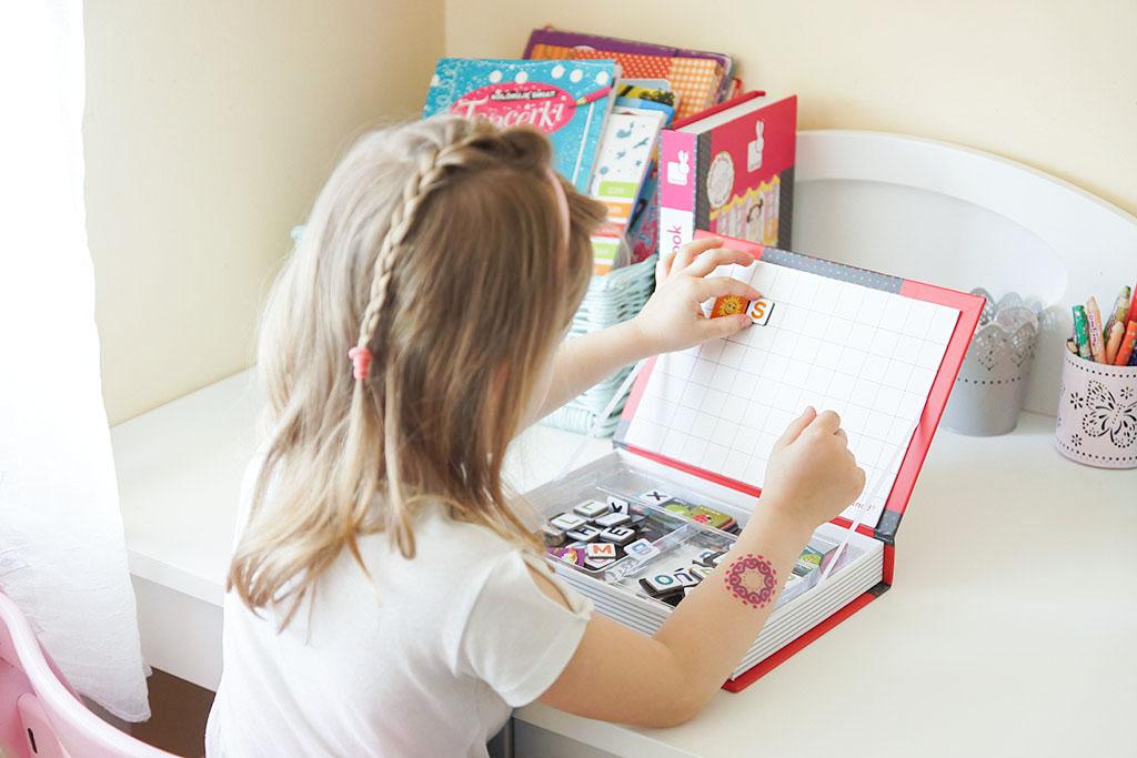 magnesy, literki magnesy, nauka literek, janod, prezent na dzień dziecka, zabawki dla pięciolatki
