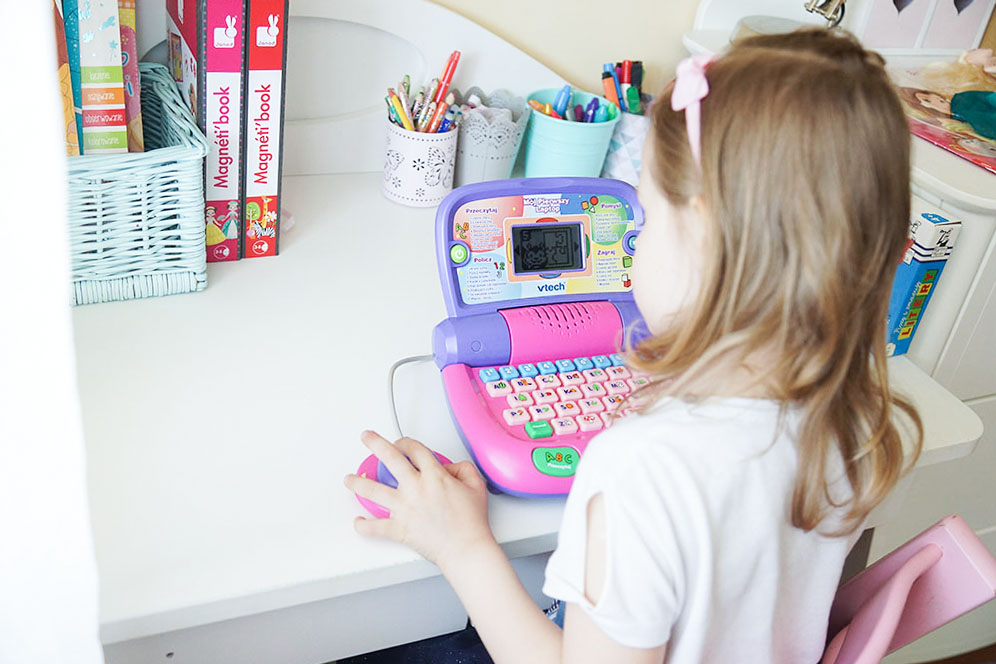 pierwszy laptop, laptop interaktywny, komputerek, mój pierwszy laptop, v-tech, prezent na dzień dziecka, zabawki dla pięciolatki