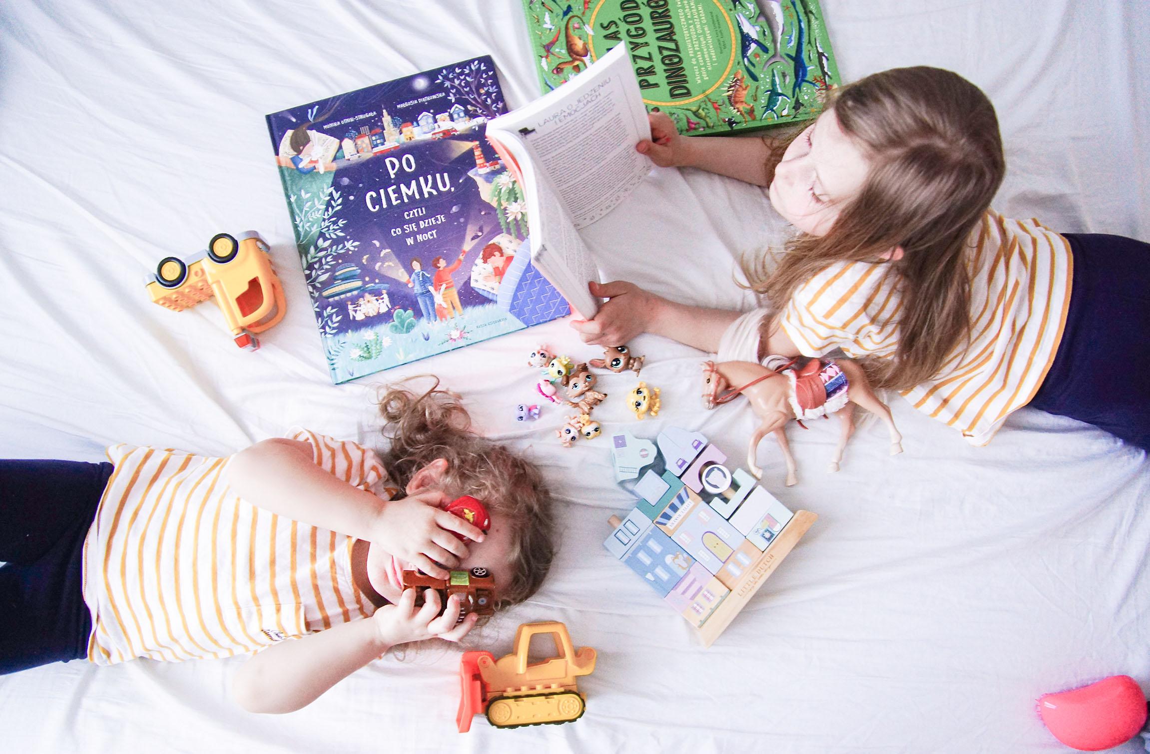 prezent na zająca, prezent dla dziecka, książka po ciemku